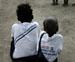 Bambini in Congo di spalle_P.jpg