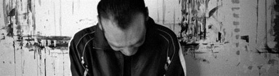 Opg Aversa, uomo contro muro, testa reclinata