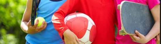 Sport - bambini con attrezzi in mano